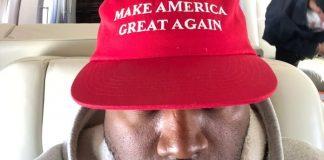 Kanye West com boné de Donald Trump