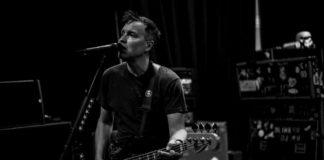 Mark Hoppus em ensaio do Blink-182