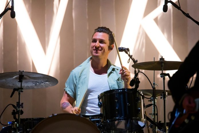 Matt Helders com o Arctic Monkeys em 2018