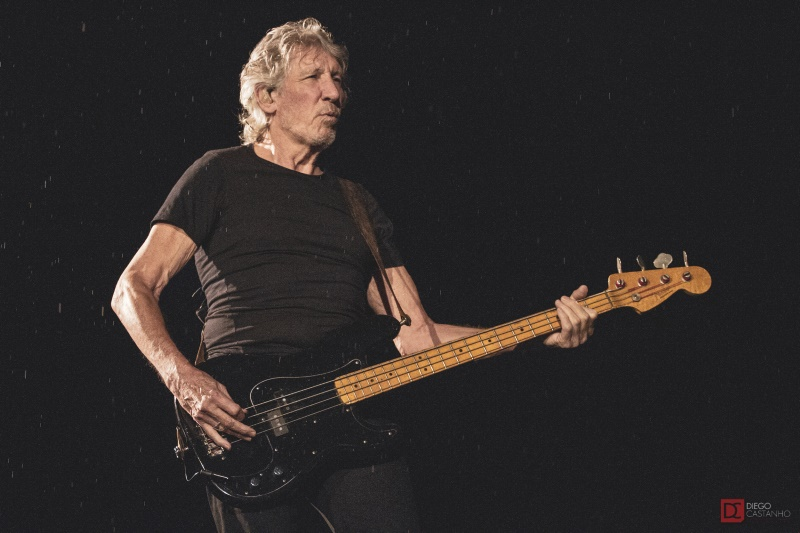 Roger Waters sob a chuva no RJ