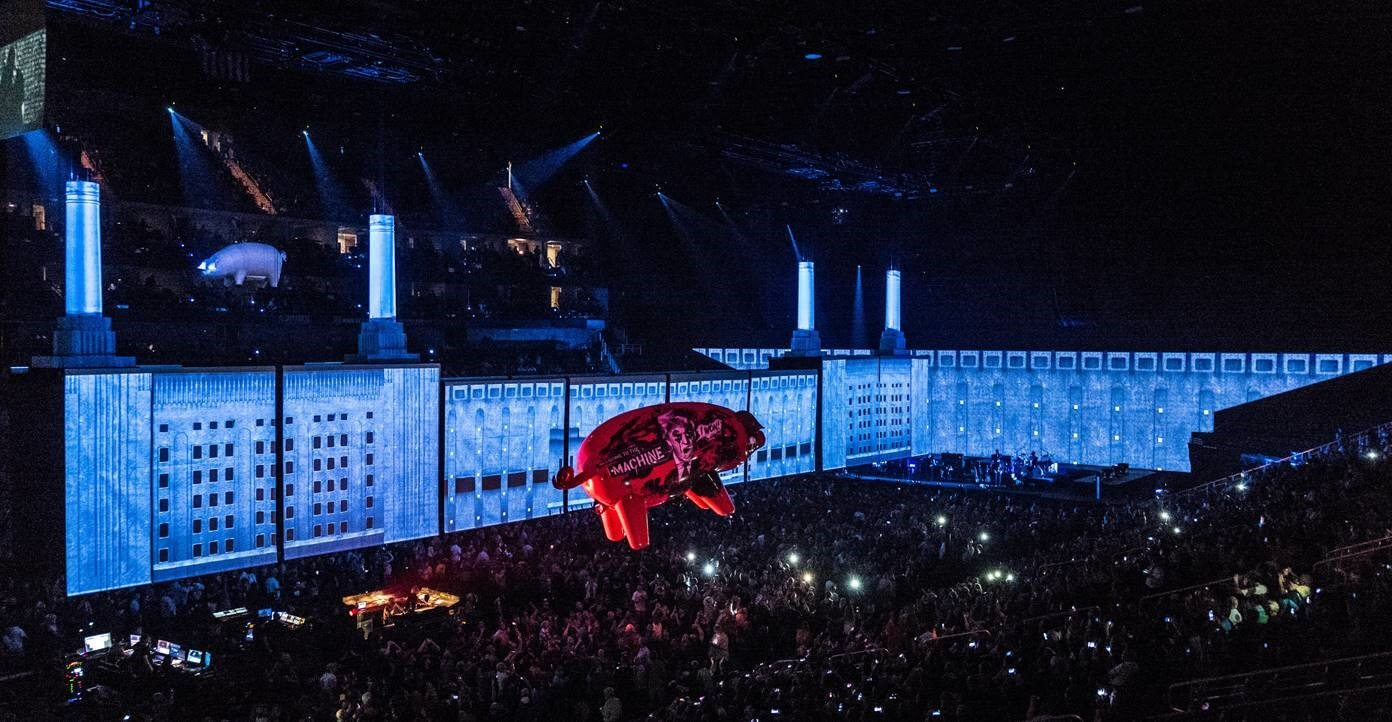 Roger Waters e o palco do show Us+Them