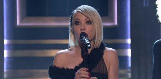 "Carly Rae Japsen se apresenta no Jimmy Fallon com a música ""Party For One"""