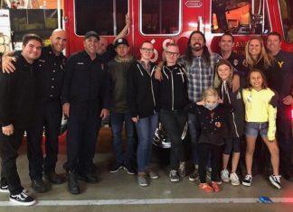 Dave Grohl faz churrasco para bombeiros