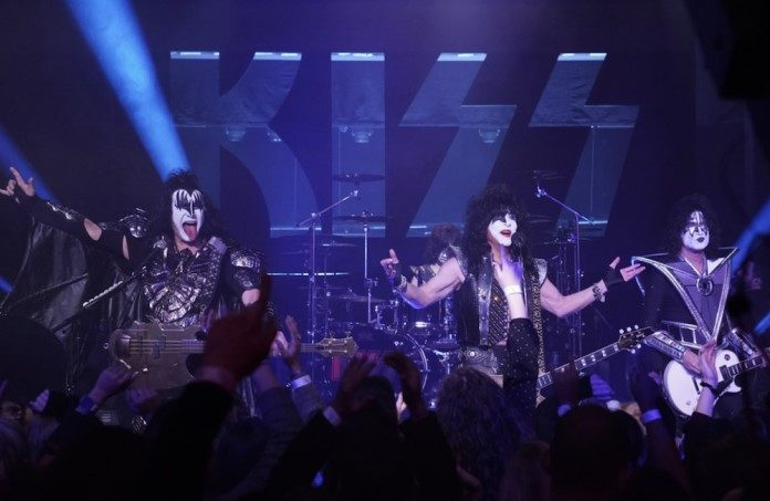 kiss-jimmy-fallon