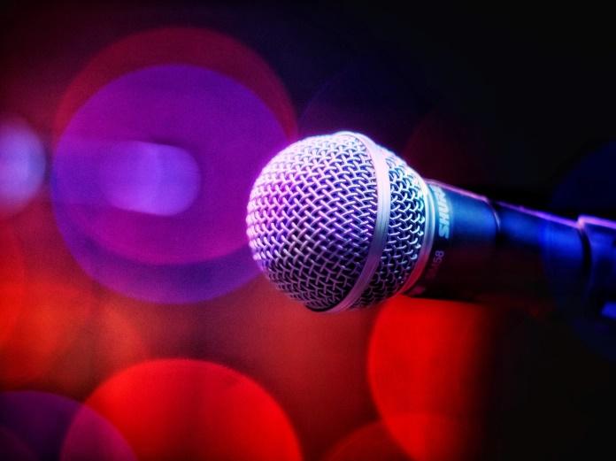 Microfone de karaokê