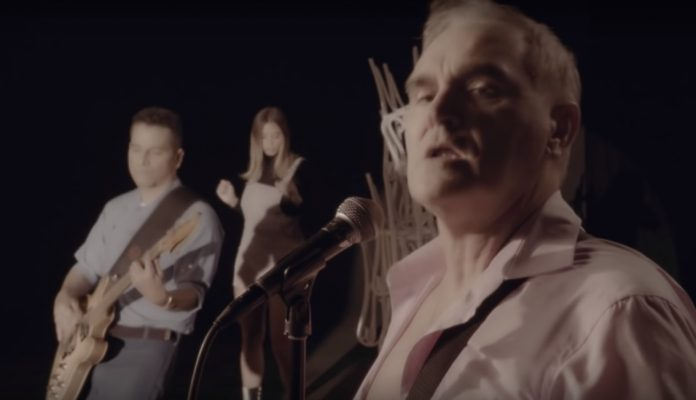 """Morrissey no clipe de """"Back On The Chain Gang"""""""