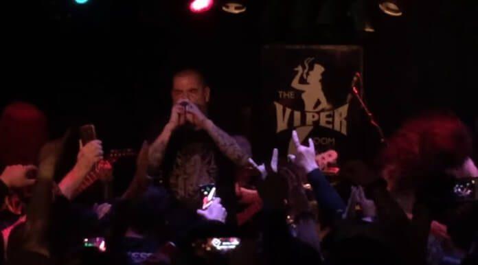 Phil Anselmo toca Pantera com The Illegals