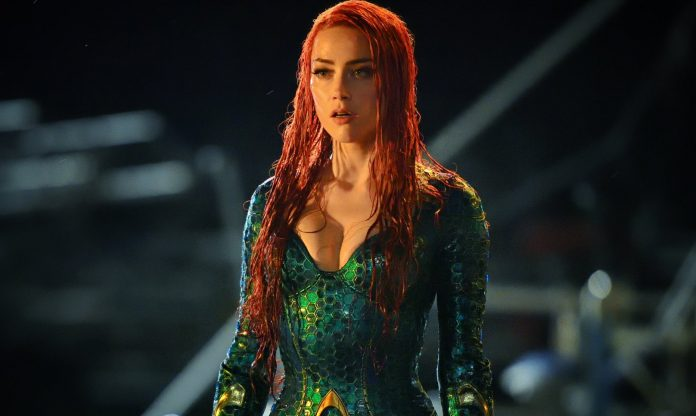 Amber Heard como Mera, no filme do Aquaman