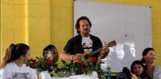 Eddie Vedder Beatles Escola Africa