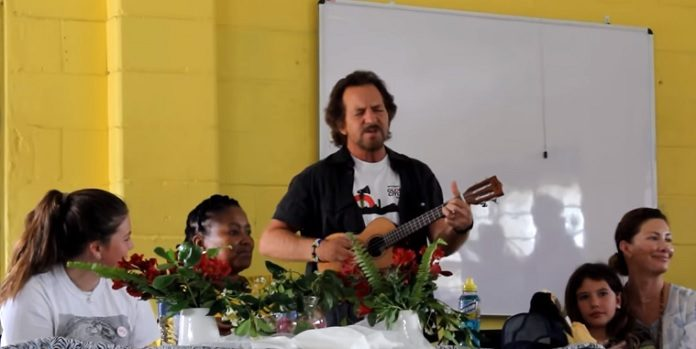 Eddie Vedder Beatles Escola Africa