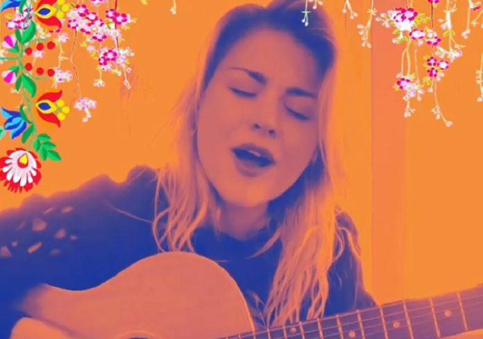 Frances Bean Cobain cantando nova música
