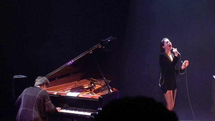 St. Vincent faz cover de clássico de Lou Reed