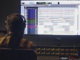 Kiko Dinucci nos estúdios da Red Bull Music