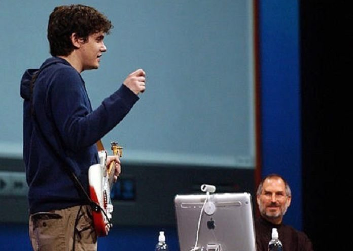 Steve Jobs e John Mayer lançando o Garage Band