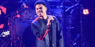 Taylor Bennett se apresentando no Late Show with Stephen Colbert