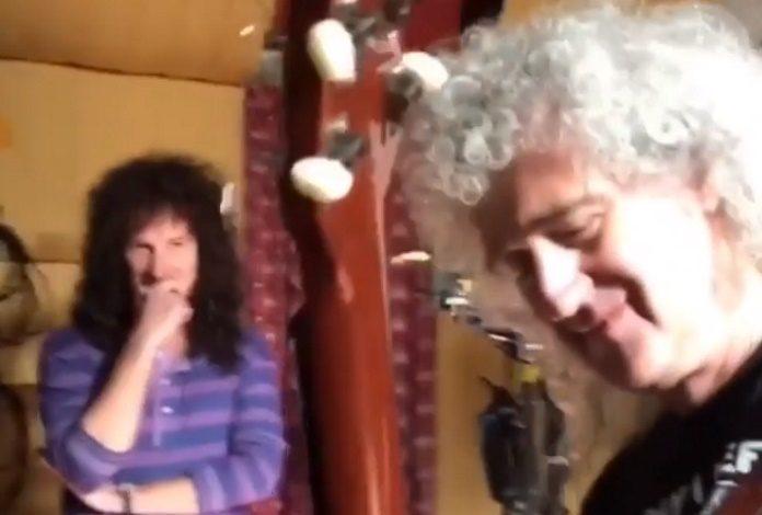 Brian May no set de Bohemian Rhapsody