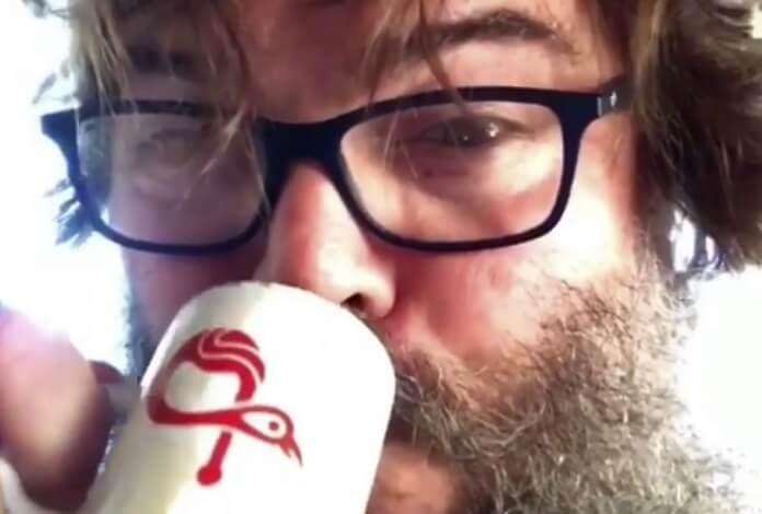 Jack Black toma café de Serj Tankian