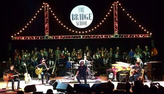 Pearl Jam no Bridge School Benefit