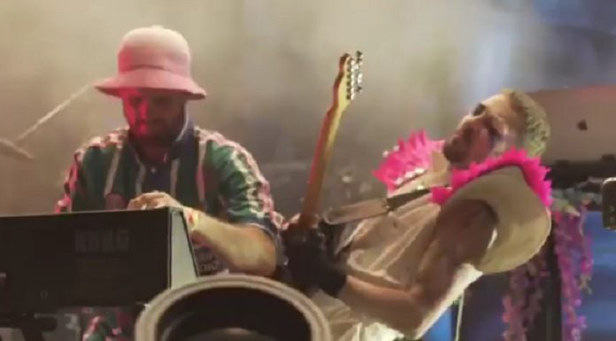 Daniel Johns e What so Not tocando Freak, do Silverchair