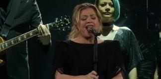 Kelly Clarkson cantando Shallow