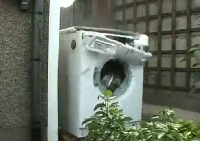 Máquina de Lavar moshando com DEICIDE