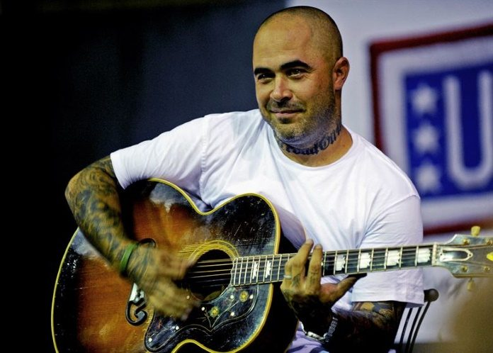 Aaron Lewis, do Staind
