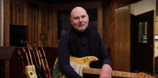 Billy Corgan com a guitarra recuperada de Gish
