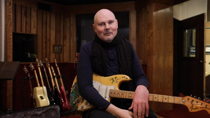 Billy Corgan com a guitarra recuperada de Gish