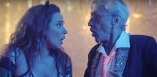 """Caetano Veloso e Daniela Mercury no clipe de """"Proibido o Carnaval"""""""