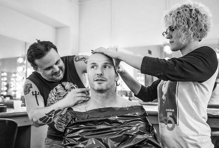 f68449b24 Corey Taylor divulga fotos da produção de nova máscara do Slipknot