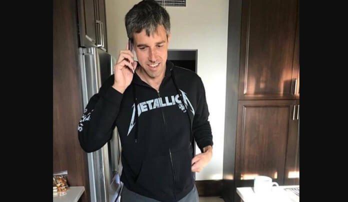 Beto O'Rourke com a blusa do Metallica