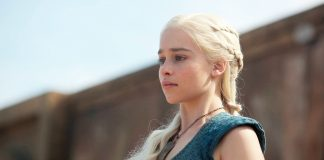 Emilia Clarke como Daenerys em Game of Thrones