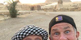 Flea e Chad Smith nas Pirâmides do Egito