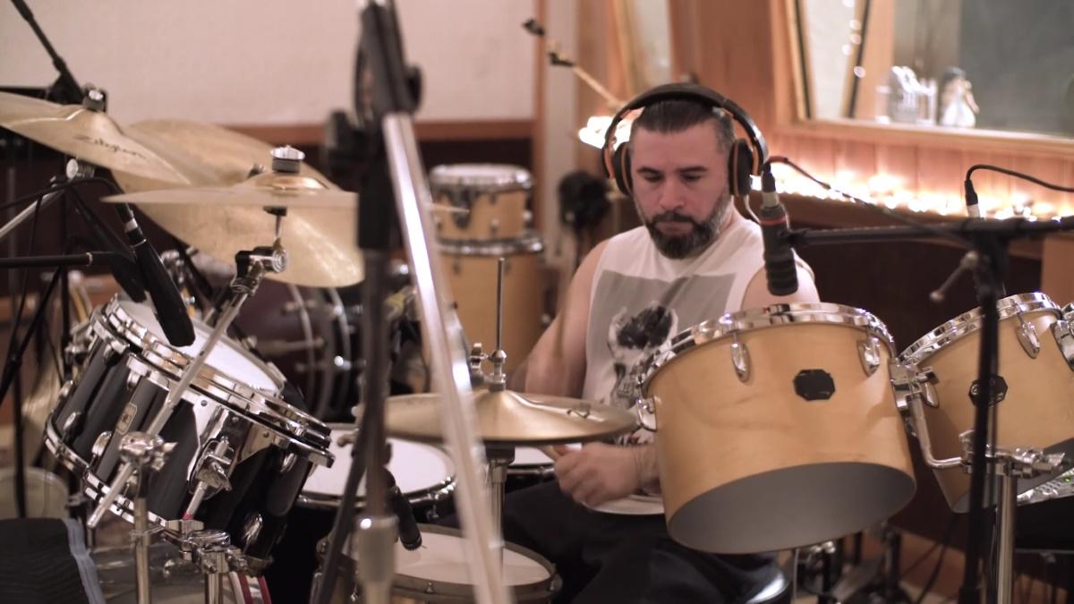John Dolmayan gravando com o Ego Kill Talent