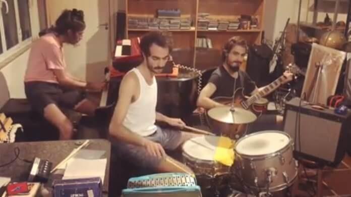 O Terno toca Arctic Monkeys