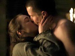 Arya (Maisie Williams) e Gendry (Joe Dempsie) em cena de Game of Thrones