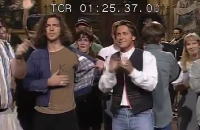 Eddie Vedder homenageando Kurt Cobain no SNL