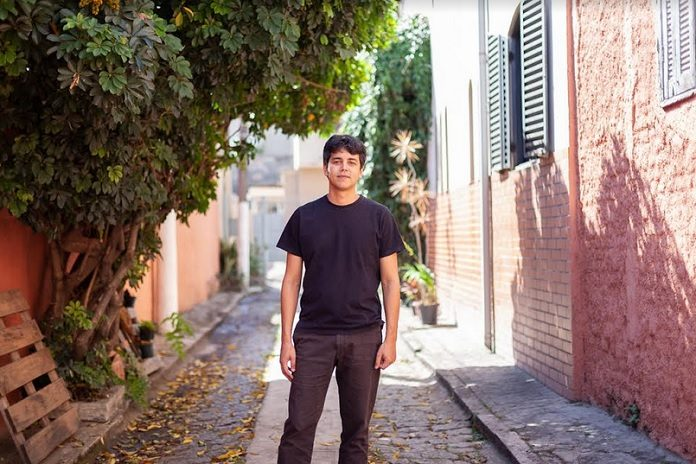 Jan Felipe (Nick Drake) Sara de Santis