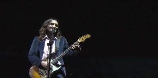 John Frusciante tocando Bee Gees com o RHCP