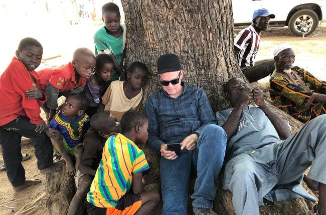 Paul Tollett grava documentário em Burkina Faso