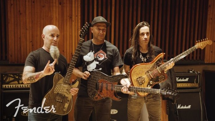 Scott Ian, Tom Morello e Nuno Bettencourt