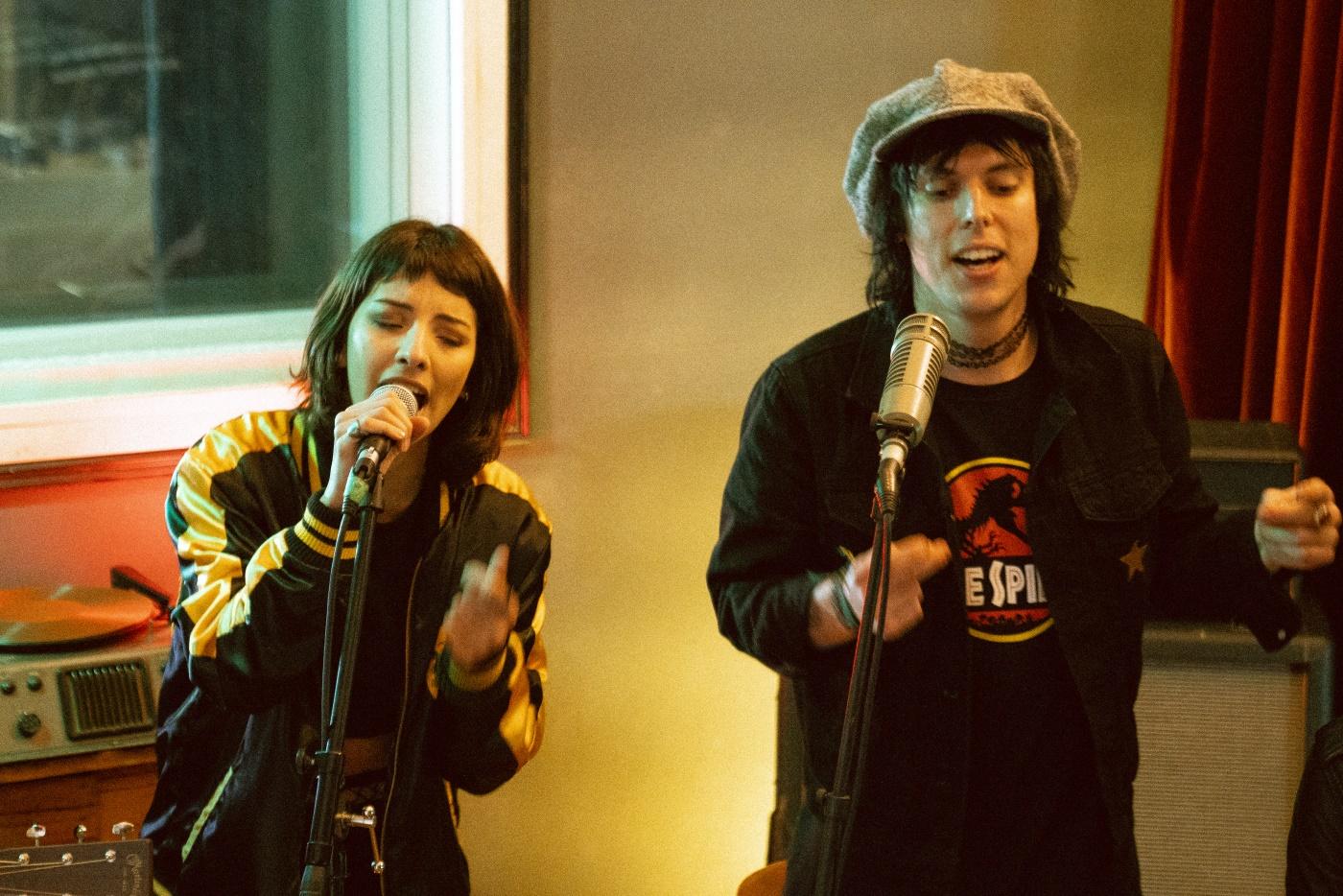 The Struts e Karen Dió (Violet Soda)