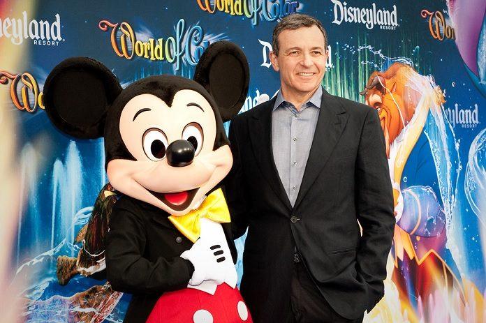 Bob Iger, CEO da Disney, por Josh Hallet