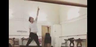 Mick Jagger (Rolling Stones) dançando