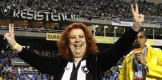 Beth Carvalho em partida do Botafogo