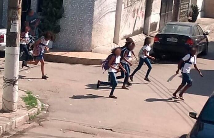 Crianças em ação policial no Rio