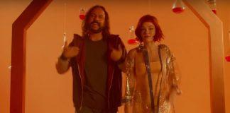 """Gabriel, o Pensador e Jade Baraldo no clipe de """"Evolução"""""""