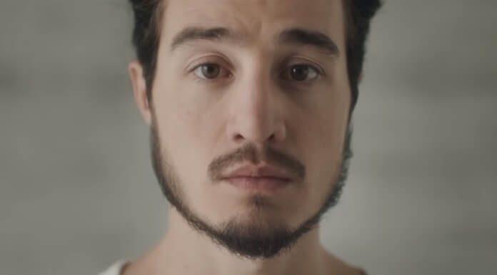 Tiago Iorc no clipe de Bilhetes