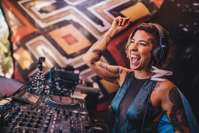 DJ Vivi Seixas por Nat Mendes