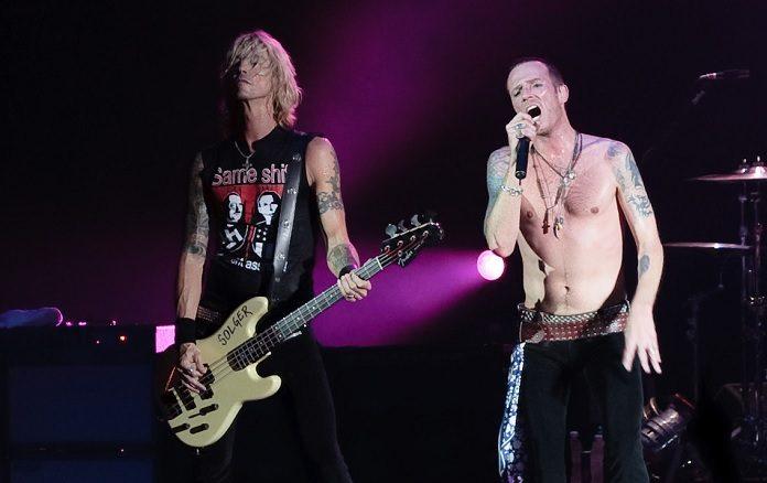 Duff McKagan e Scott Weiland no Velvet Revolver